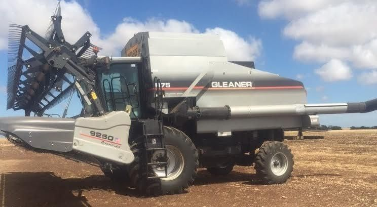 Gleaner R75 Header Farm Machinery for sale SA
